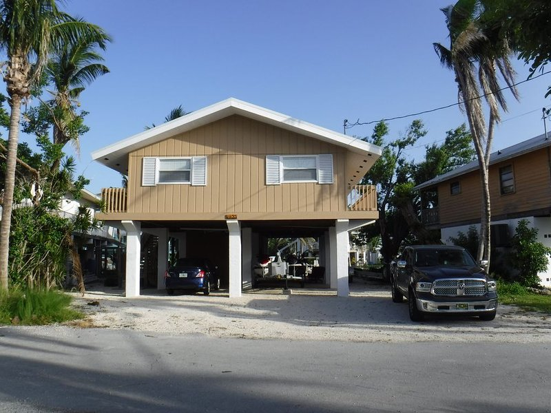 3/2 on the Water in Paradise Monthly Rental 28 Day min., holiday rental in Ramrod Key
