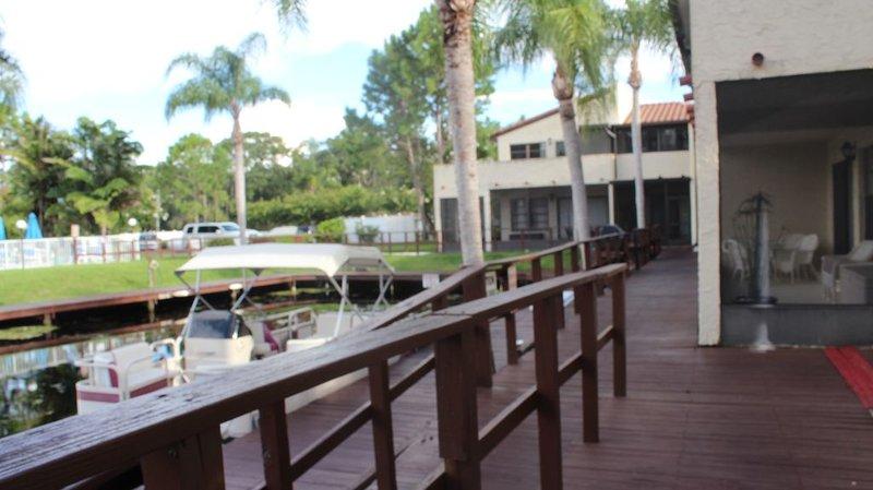 Waterfront Condo with boat slip, alquiler vacacional en Palm Harbor