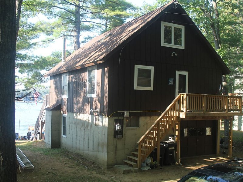 Lake Winnisquam home with beach and private boat dock. 15 minutes to Gunstock., vacation rental in Northfield
