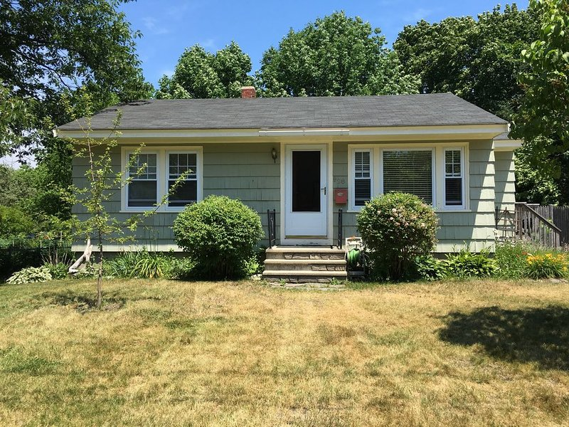Cozy, Pet Friendly, Home In A Quiet Family Oriented, Beach Neighborhood, holiday rental in Peaks Island