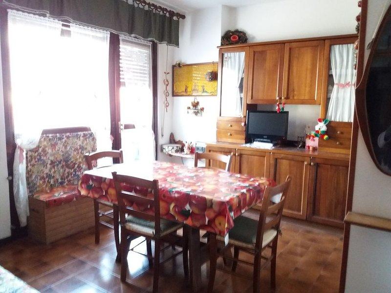 Sfizioso appartamentino di montagna con vista sulle montagne, holiday rental in Monno