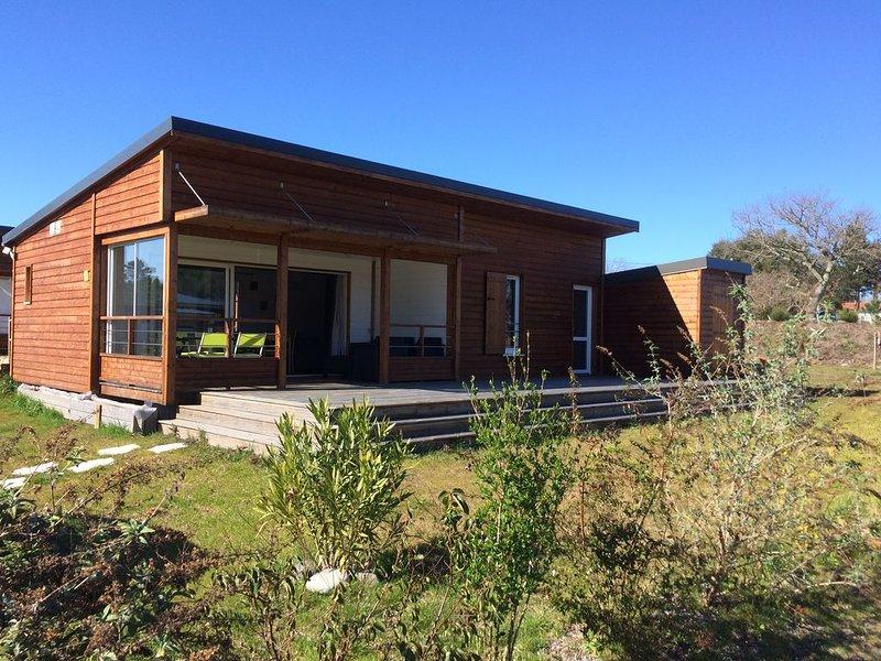 Proche des plages, chalet récent 49 m² climatisé dans parc résidentiel de Loisir, holiday rental in Saubion