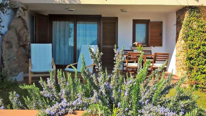 Casa Bouganvillea - INCANTEVOLE e FRESCA  CASA PANORAMICA  SU TAVOLARA, vacation rental in Porto San Paolo