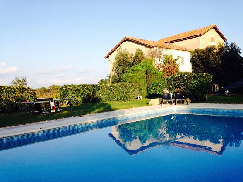 Large tastefully modernised house in two acres, with outstanding views, vacation rental in Capestang