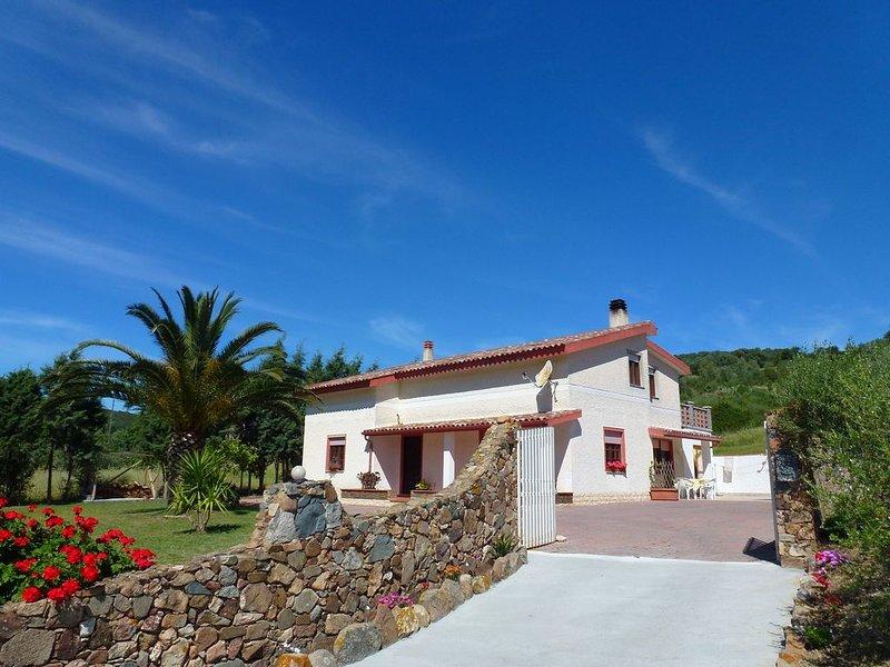 Casa villa con giardino per 4 persone, holiday rental in Teulada