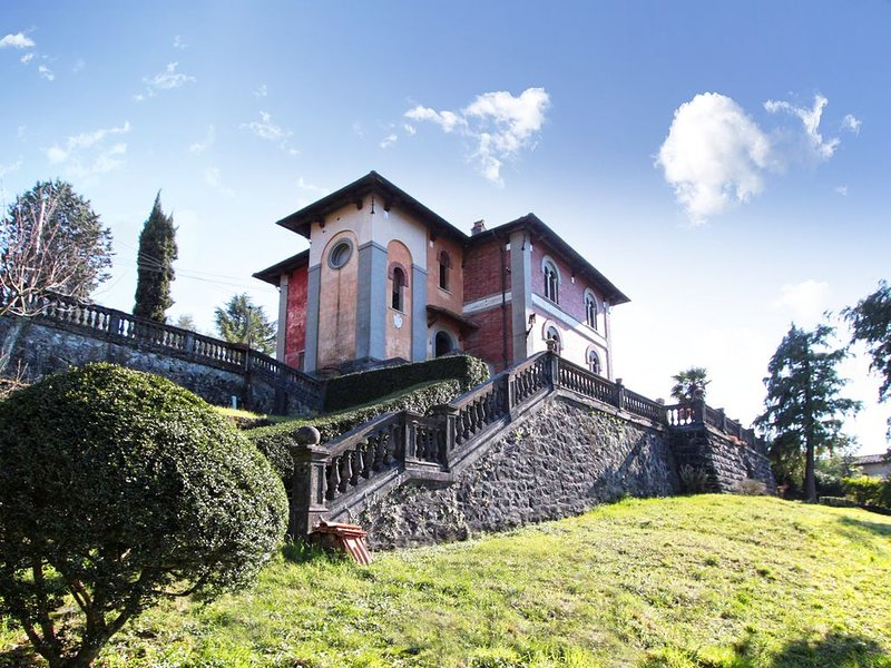 Spacious 5 bedroom Venetian-style villa in Tuscany, holiday rental in Fivizzano