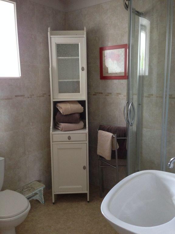 Laurel Cottage First Floor Bathroom