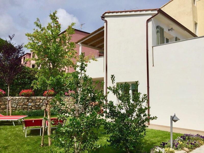 CASA ELENA :  Villetta nuova curata e luminosa con giardino ben arredata, holiday rental in Sant'Andrea
