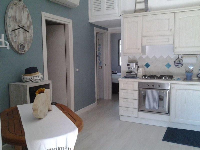 SAN TEODORO INCANTEVOLE VILLETTA A SCHIERA  CON GIARDINO, holiday rental in San Teodoro