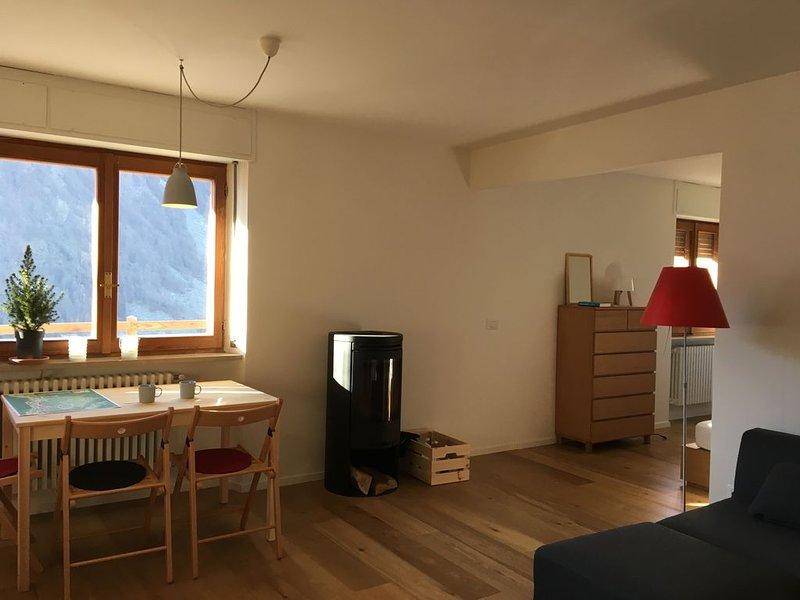 Eigentijds appartement met houtkachel en privé-terras met uitzicht op de bergen, Ferienwohnung in Valtournenche