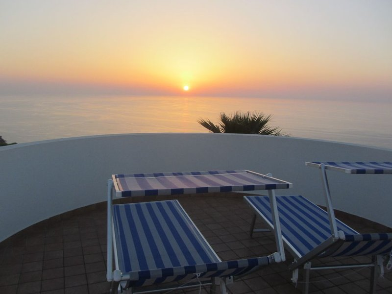 Stunning Villa with Breathtaking Ocean view, holiday rental in Filandari