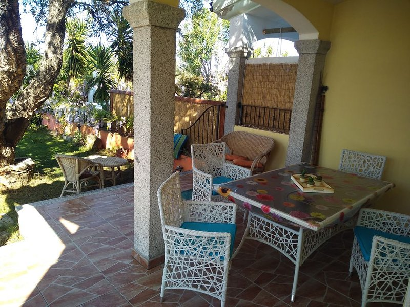 sardegna 350 mt dal mare totale relax, holiday rental in Iscra E Voes