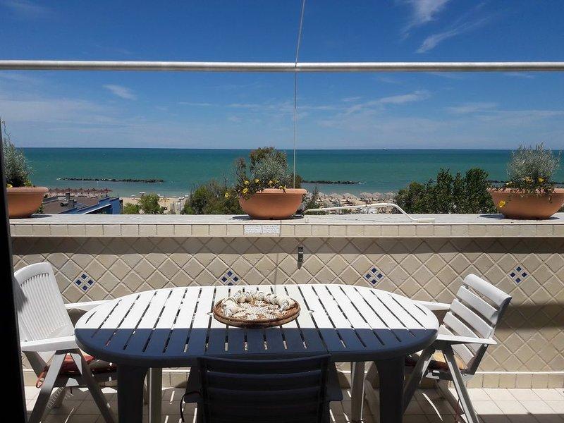Bellissimo appartamento di fronte al mare, location de vacances à Francavilla Al Mare