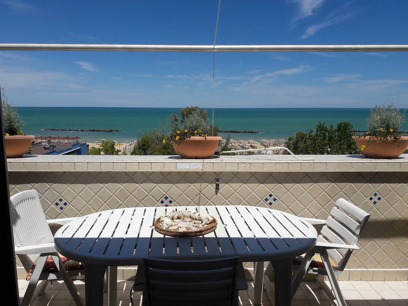 Bellissimo appartamento di fronte al mare, holiday rental in Francavilla Al Mare