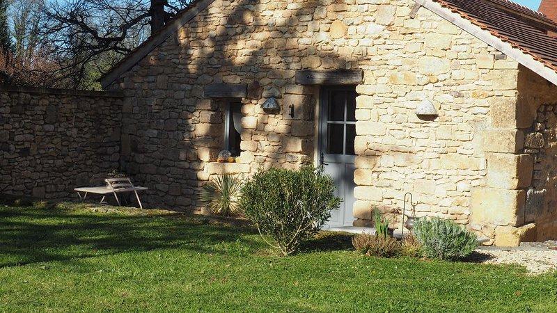 Fermette Périgourdine, 2 hectares de nature à mi chemin entre Lascaux et Sarlat, alquiler vacacional en Peyzac-le-Moustier