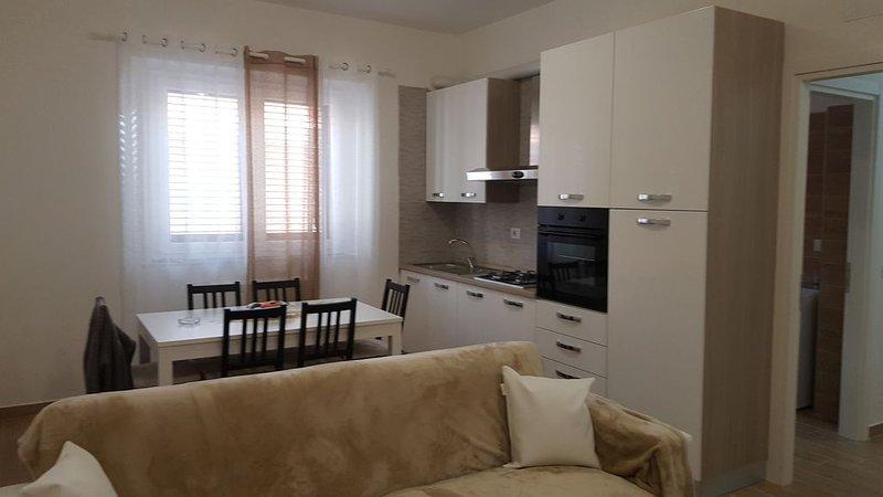 APPARTAMENTO al piano rialzato su edificio completamente ristrutturato !!!, casa vacanza a Porto Sant'Elpidio