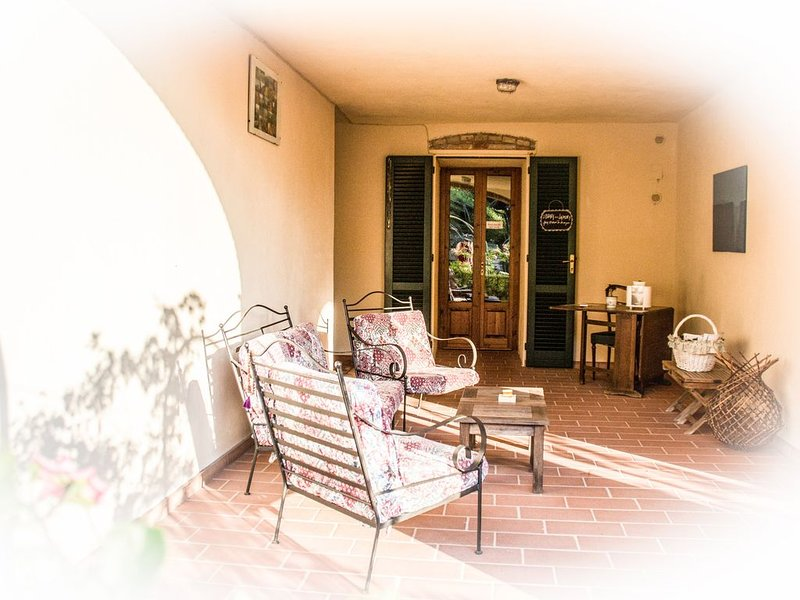 Tuscany farmhouse with spectacular views of countryside, vakantiewoning in Montaione