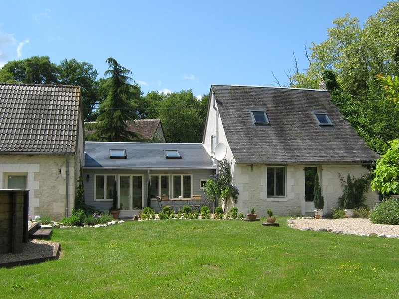 Lovingly Restored Rural Cottage With Private Pool, location de vacances à Berry