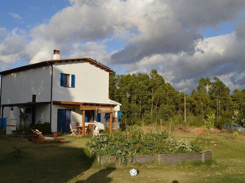 Maison de campagne sur la côte ouest de la Sardaigne, holiday rental in Villamassargia