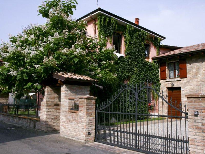 La casa del Barone: la prima casa vacanze di Reggio Emilia, Ferienwohnung in Reggio Emilia