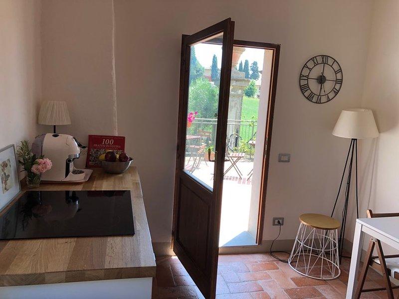 APPARTAMENTO IN VILLA A POCHI KM DA FIRENZE, holiday rental in Calenzano