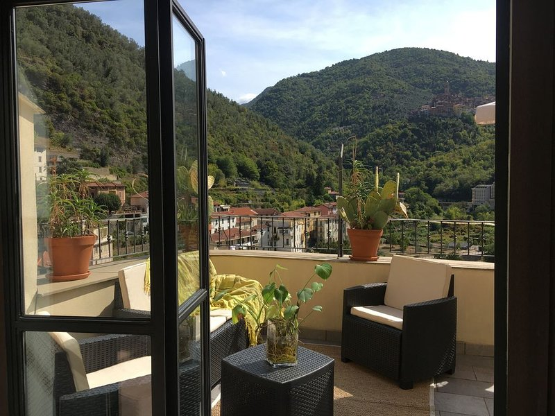 Casa vacanze with fabulous terrace Pigna, Medieval Italian Riviera village, holiday rental in Fontan
