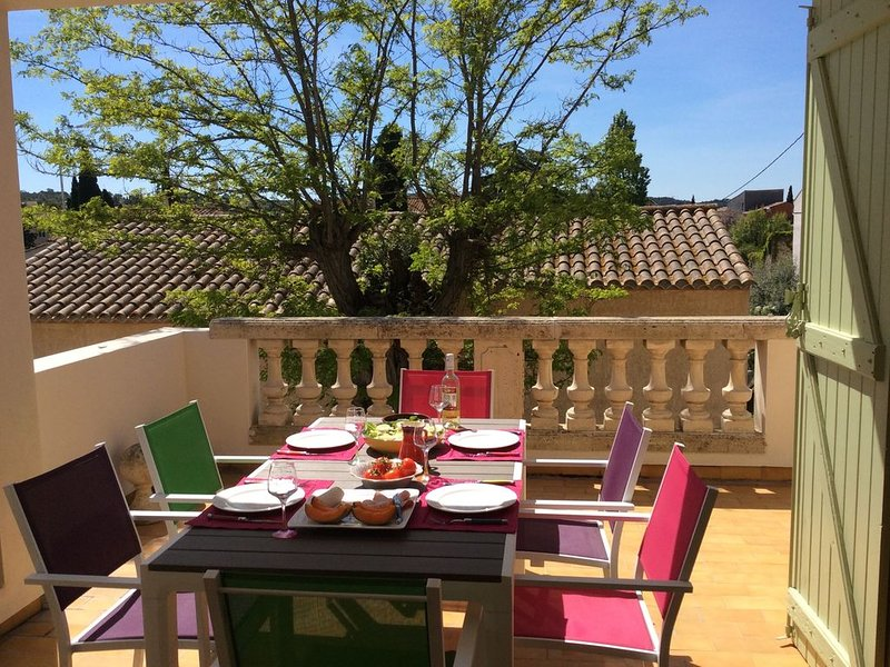 Terrasse du Moulin - 19th Century Village House with pool and  terrace views, vacation rental in Nissan-lez-Enserune