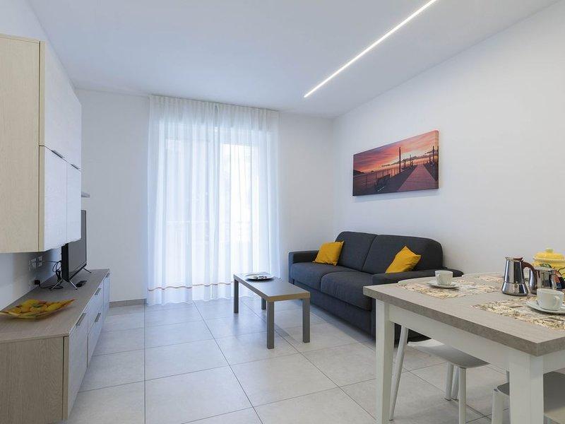Casa ESEDRA - ' 1 ' clima, wifi, parcheggio, tv led 40' - 100mt mare, aluguéis de temporada em Alassio