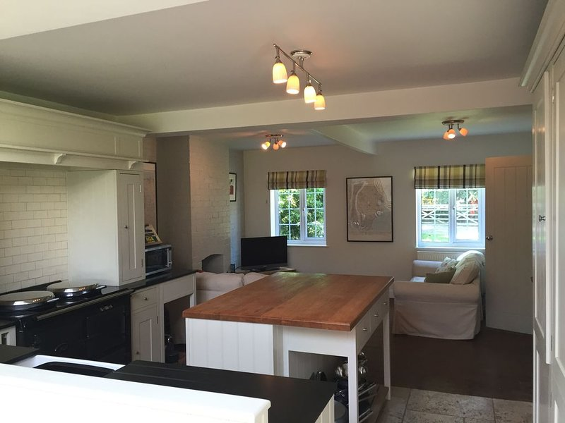 Spacious, comfortable cottage for families exploring Somerset, holiday rental in Draycott