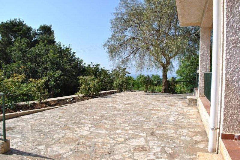 Casa indipendente con ampio giardino 4/5 persone, holiday rental in Castelluzzo
