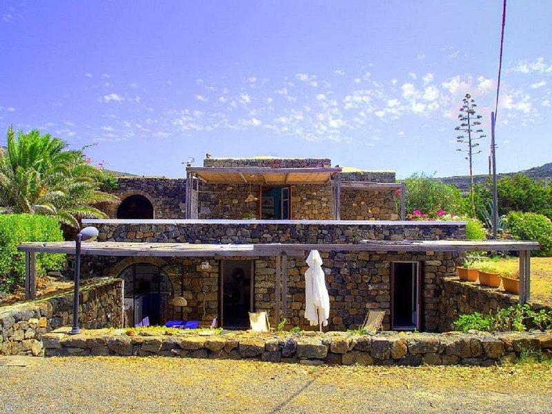 Pantelleria dammuso caratteristico, holiday rental in Scauri