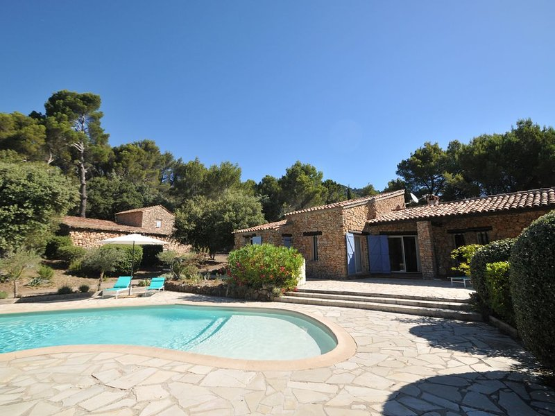 overview bergerie main house terraces 250 m2 heated pool