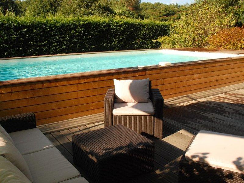 Piscine chauffée, sauna, étang, forêt à 10' de l'Océan, casa vacanza a Onesse-et-Laharie