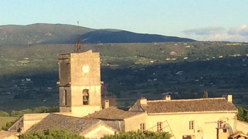 Élégance et charme au cœur de Goult, holiday rental in Saint-Pantaleon