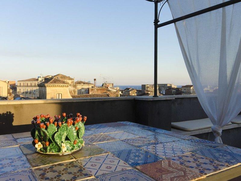 A casa di  Frasquita - Appartamento su due livelli con terrazza panoramica, vacation rental in Catania