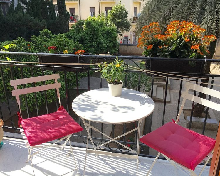 Cozy apartment with garden view, in the centre of Palermo, location de vacances à Palermo
