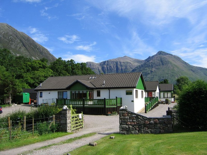 Holly Tree Cottage Glencoe - modern accommodation | exclusive riverside location, holiday rental in Ballachulish