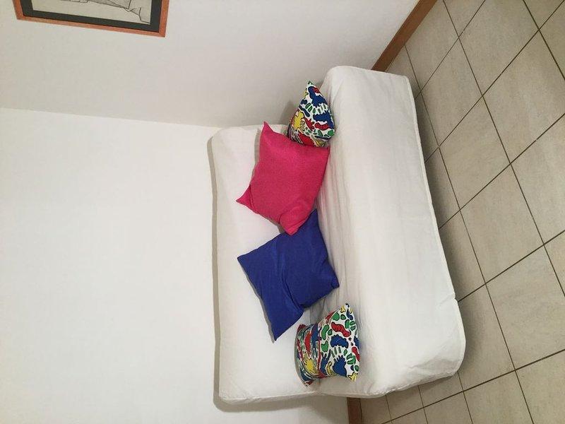 Cozy two bedrooms flat  VERY CLOSE TO MAIN HOSPITAL, alquiler de vacaciones en Brescia