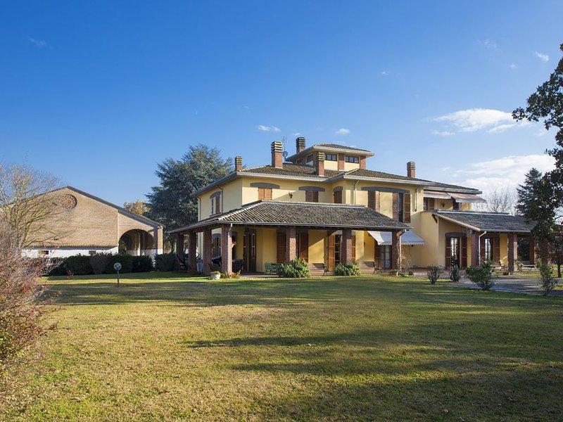 Villa in Parma con piscina privata e tennis - Tenuta Mariano, alquiler vacacional en Parola
