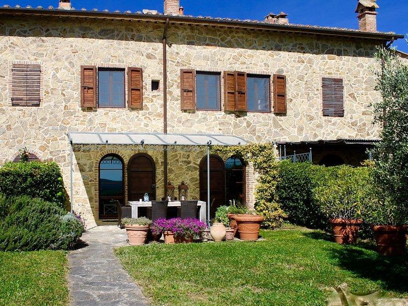 Casa di campagna vicino a Siena. Piscina, internet, tv sat, alquiler vacacional en Torre A Castello