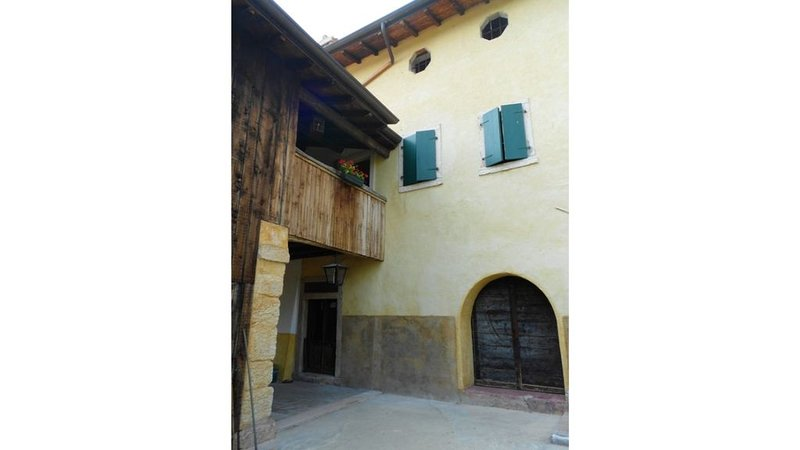 Il Rovero - Appartamento Quercia, vacation rental in Albisano