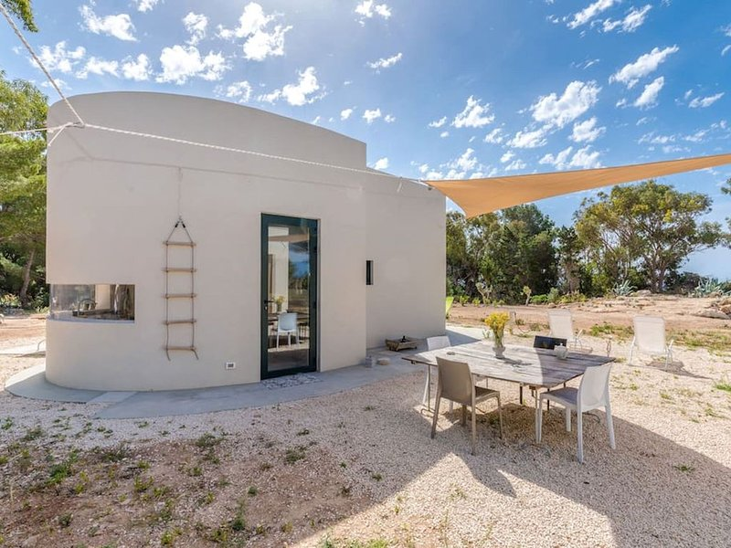 La casa nel bosco,Nuova villa su Cala Azzura, Favignana, Trapani, vacation rental in Aegadian Islands