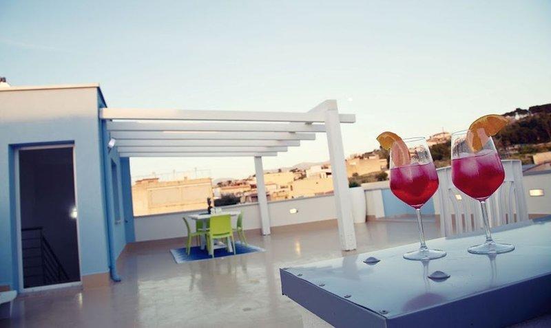 ELEGANTE CASA GIORGIO A POCHI PASSI DAL MARE..INTERNET FREE!!!, vacation rental in Balestrate
