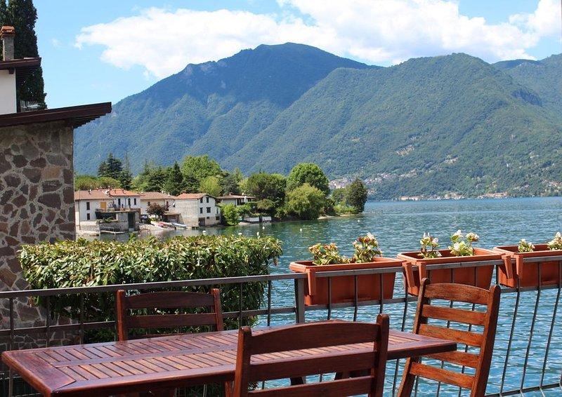 Villa indipendente in riva al lago di Lugano. Accesso diretto. Vista panoramica., alquiler vacacional en Province of Como