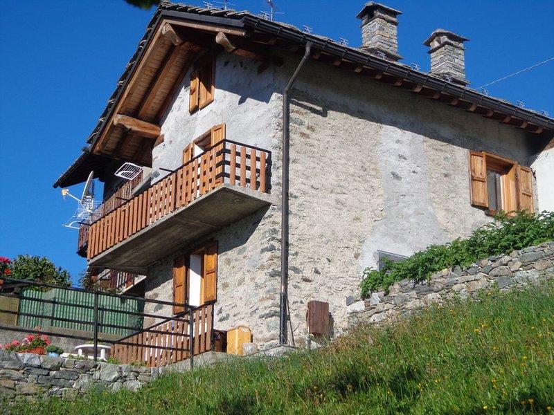 CHALET GRAND SOLEIL  indépendant  avec terrasse et pré, location de vacances à Champdepraz
