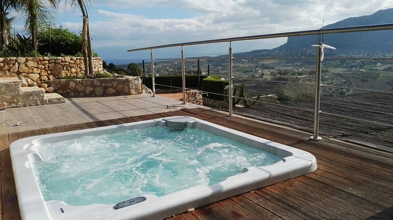 Great villa: wi-fi, private pool, SPA, bbq, ping pong, tennis court in Scopello, location de vacances à Castellammare del Golfo
