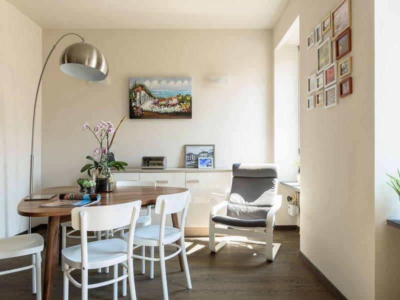 Spazioso ed elegante, nel cuore del centro di Como, holiday rental in San Fermo della Battaglia
