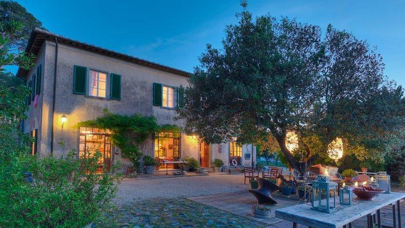 Elegante casale, arte, design, natura e relax con jacuzzi, holiday rental in Magazzini