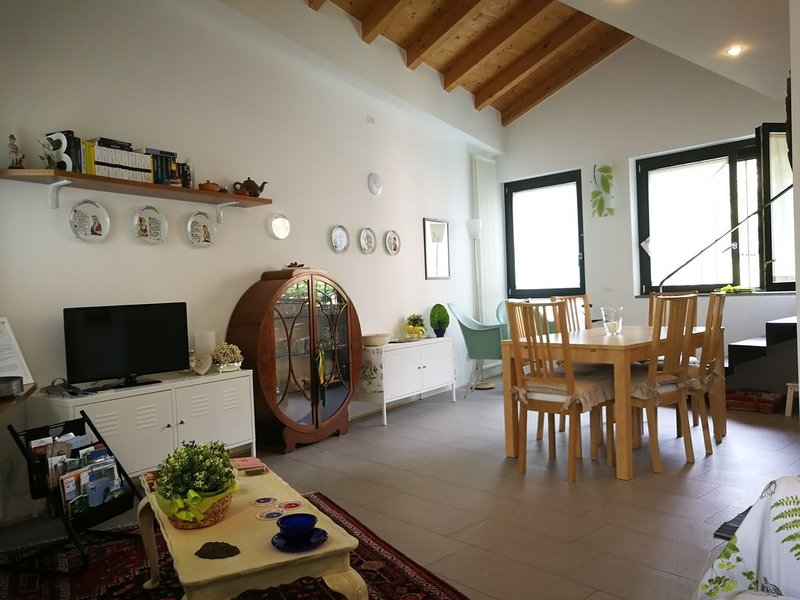 Raffinata e Romantica casa al Lago, holiday rental in Bossico