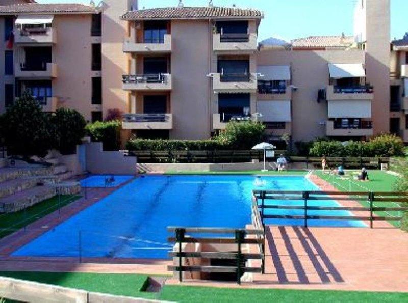 Sardegna, La Maddalena, Appartamento sul mare con piscina privata, vacation rental in La Maddalena